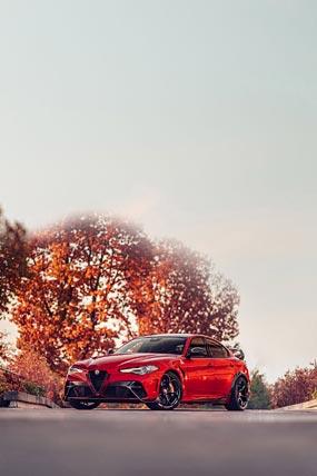 2021 Alfa Romeo Giulia GTA phone wallpaper thumbnail.