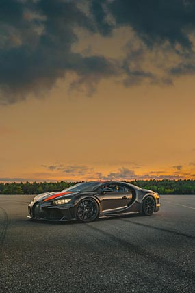 2021 Bugatti Chiron Super Sport 300 phone wallpaper thumbnail.