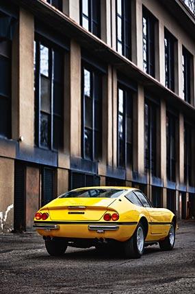 1968 Ferrari 365 GTB4 Daytona phone wallpaper thumbnail.