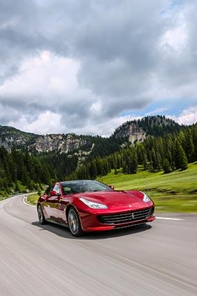 2017 Ferrari GTC4 Lusso phone wallpaper thumbnail.