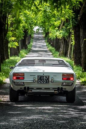 1972 Lamborghini Urraco P250 phone wallpaper thumbnail.
