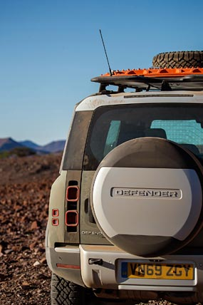2020 Land Rover Defender phone wallpaper thumbnail.