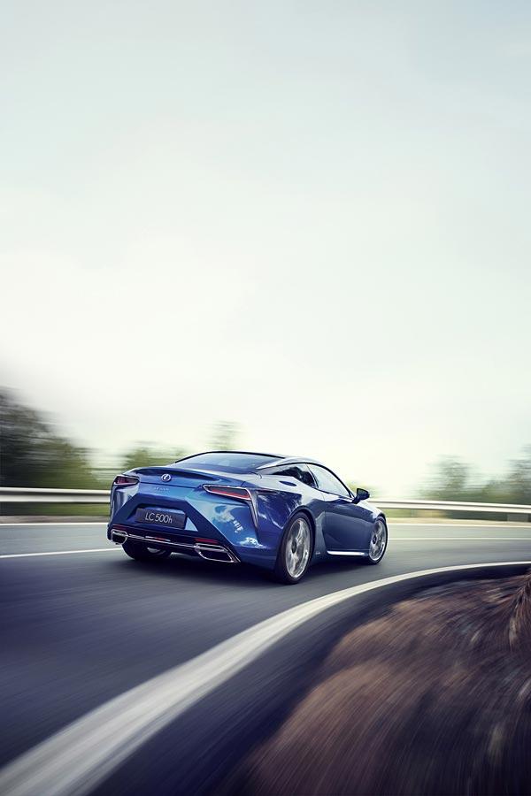 2017 Lexus LC 500h phone wallpaper thumbnail.