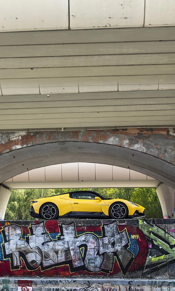 2021 Maserati MC20 phone wallpaper thumbnail.