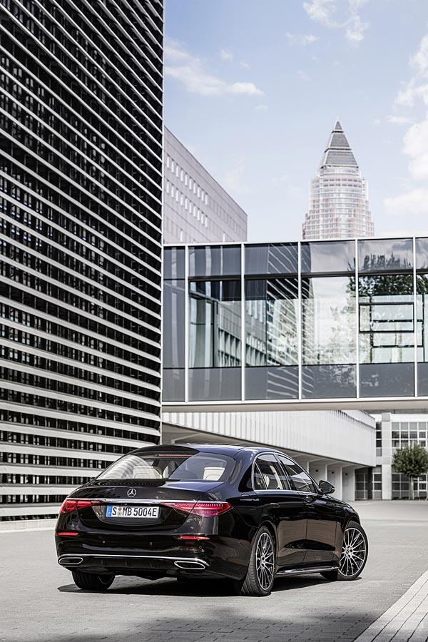2021 Mercedes-Benz S-Class phone wallpaper thumbnail.