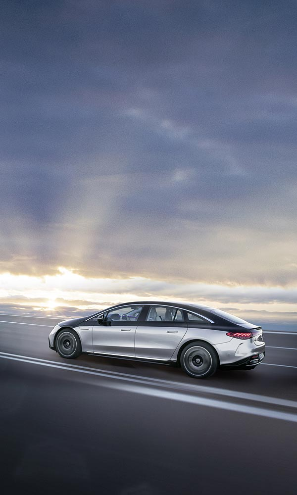 2022 Mercedes-Benz EQS phone wallpaper thumbnail.