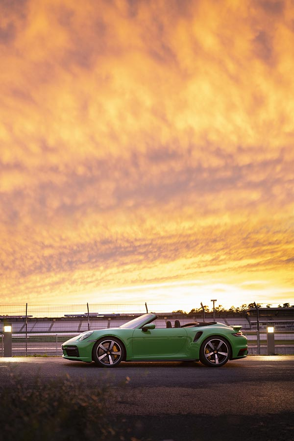 2021 Porsche 911 Turbo phone wallpaper thumbnail.