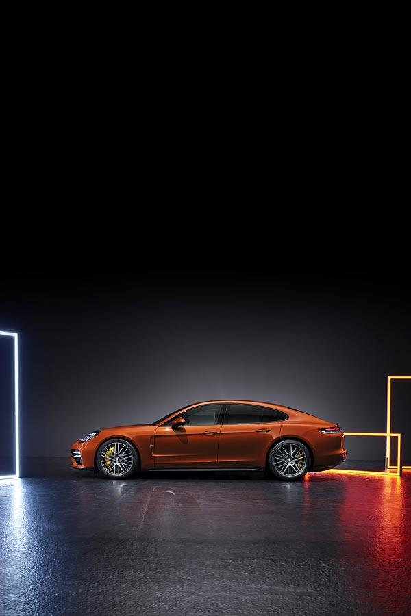2021 Porsche Panamera Turbo S phone wallpaper thumbnail.