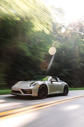 2022 Porsche 911 Targa 4 GTS phone wallpaper thumbnail.