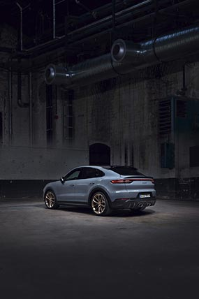 2022 Porsche Cayenne Turbo GT phone wallpaper thumbnail.