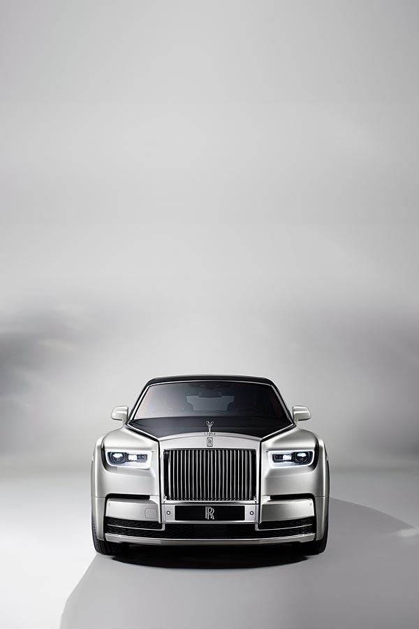 2017 Rolls-Royce Phantom phone wallpaper thumbnail.