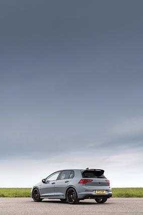 2021 Volkswagen Golf GTI Clubsport 45 phone wallpaper thumbnail.