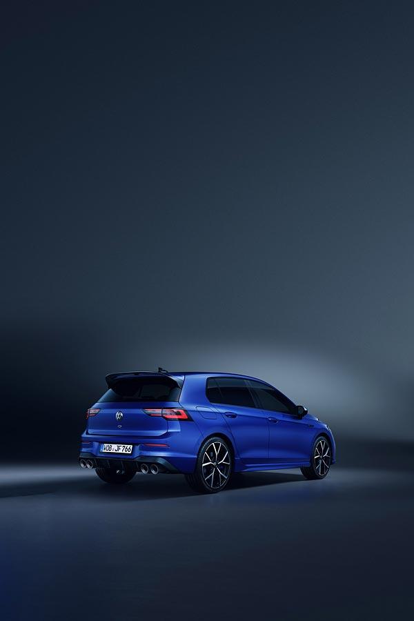2022 Volkswagen Golf R phone wallpaper thumbnail.