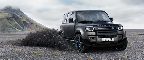 2022 Land Rover Defender V8 Trophy wide wallpaper thumbnail.