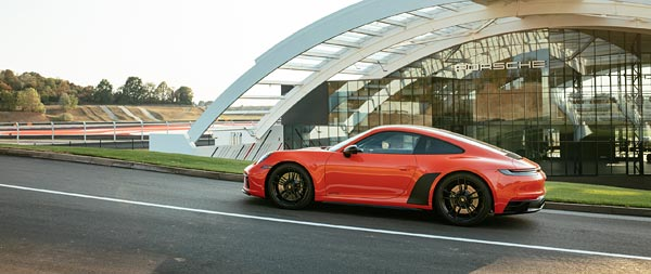 2022 Porsche 911 Carrera 4 GTS wide wallpaper thumbnail.