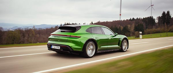 2021 Porsche Taycan Turbo S Cross Turismo wide wallpaper thumbnail.