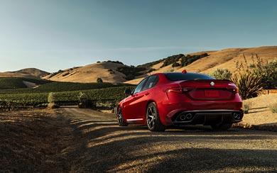 2016 Alfa Romeo Giulia Quadrifoglio wallpaper thumbnail.