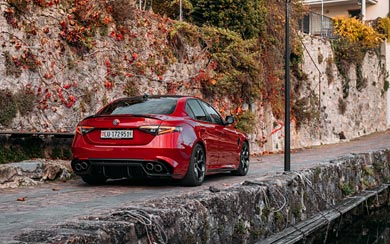 2020 Alfa Romeo Giulia Quadrifoglio wallpaper thumbnail.