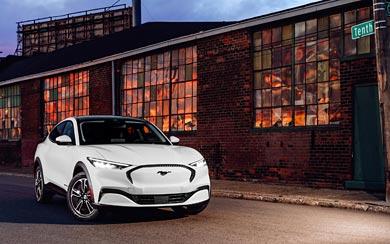 2021 Ford Mustang Mach-E wallpaper thumbnail.