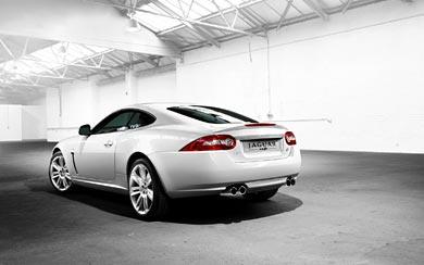 2010 Jaguar XKR wallpaper thumbnail.