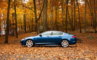 2011 Jaguar XFR wallpaper thumbnail.