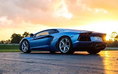 2013 Lamborghini Aventador LP700-4 wallpaper thumbnail.