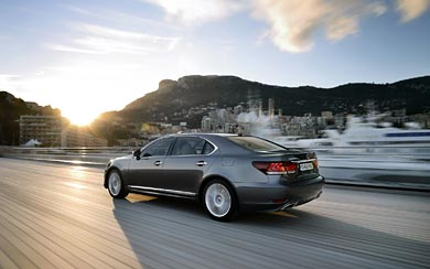 2013 Lexus LS wallpaper thumbnail.