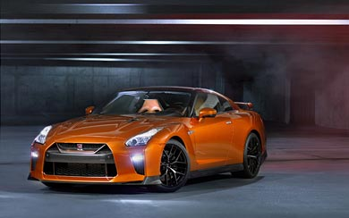 2017 Nissan GT-R thumbnail.
