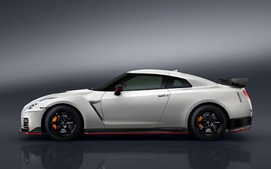 2017 Nissan GT-R Nismo wallpaper thumbnail.