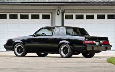 1984 Buick Regal Grand National wallpaper thumbnail.