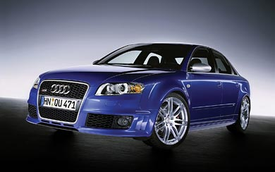 2005 Audi RS4 wallpaper thumbnail.