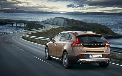 2013 Volvo V40 Cross Country wallpaper thumbnail.