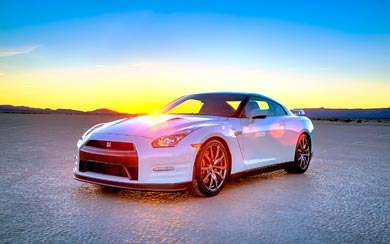 2014 Nissan GT-R wallpaper thumbnail.